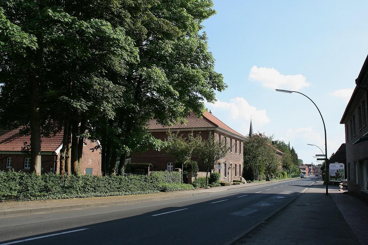 Mühlenstraße (links Heimathaus) 2013